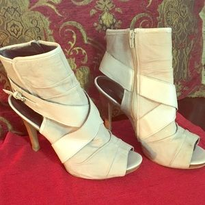 Nine West beige shoe size 11